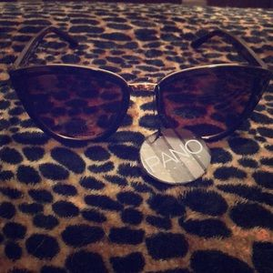 Tortoise Shell with Gold Detail